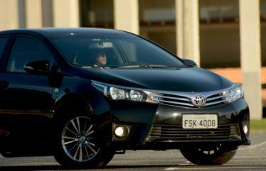 Toyota Corolla com blindagem nível 3a, que resiste a tiros de metralhadora.
